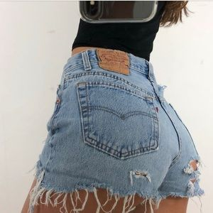 Distressed vintage jean Levi's shorts